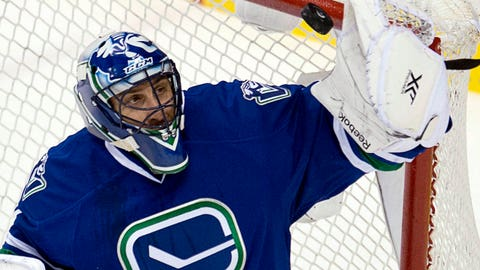 Vancouver Canucks goalie Roberto Luongo makes a save during the first period of an NHL hockey game against the Chicago Blackhawks in Vancouver, British Columbia, Wednesday, Jan. 29, 2014. (AP Photo/The Canadian Press, Jonathan Hayward)