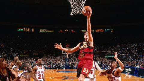NEW YORK, NY - 1995: Christian Laettner #32 of the Atlanta Hawks shoots the ball against the New York Knicks during a game played circa 1995 at the Madison Square Garden in New York City. NOTE TO USER: User expressly acknowledges and agrees that, by downloading and or using this photograph, User is consenting to the terms and conditions of the Getty Images License Agreement. Mandatory Copyright Notice: Copyright 1995 NBAE  (Photo by Nathaniel S. Butler/NBAE via Getty Images)