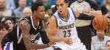 Martin's 31 helps Wolves edge Kings