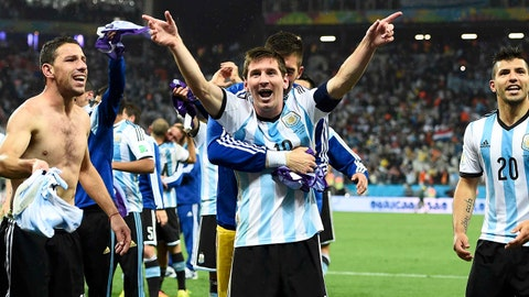 Argentina's Lionel Messi celebrates with teammates Maxi Rodriguez (L), who scored the final goal during the penalty shoot-out, and Sergio Aguero their win over the Netherlands during their 2014 World Cup semi-finals at the Corinthians arena in Sao Paulo July 9, 2014. REUTERS/Dylan Martinez (BRAZIL  - Tags: SOCCER SPORT WORLD CUP)   