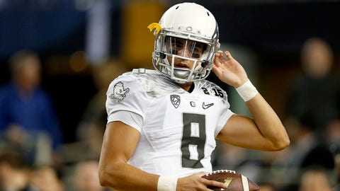 ARLINGTON, TX - JANUARY 12:  Quarterback Marcus Mariota #8 of the Oregon Ducks warms up prior to the College Football Playoff National Championship Game against the Ohio State Buckeyes at AT&T Stadium on January 12, 2015 in Arlington, Texas.  (Photo by Christian Petersen/Getty Images)