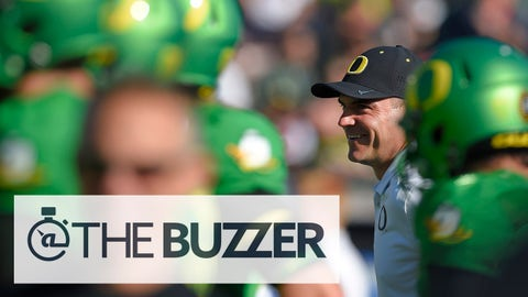 Oregon head coach Mark Helfrich watches his team warm up for the Rose Bowl NCAA college football playoff semifinal against Florida State, Thursday, Jan. 1, 2015, in Pasadena, Calif. (AP Photo/Mark J. Terrill)