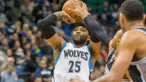 Jan 10, 2015; Minneapolis, MN, USA; Minnesota Timberwolves guard Mo Williams (25) shoots the ball in the first half against the San Antonio Spurs at Target Center. Mandatory Credit: Jesse Johnson-USA TODAY Sports