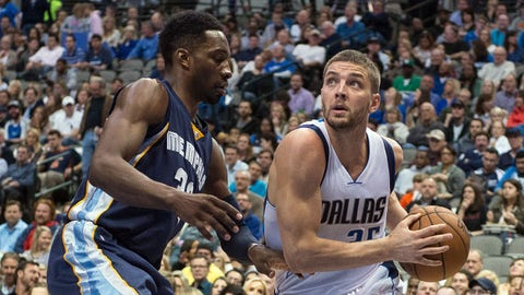 Mar 20, 2015; Dallas, TX, USA; Dallas Mavericks forward Chandler Parsons (25) drives to the basket past Memphis Grizzlies forward Jeff Green (32) during the second quarter at the American Airlines Center. Mandatory Credit: Jerome Miron-USA TODAY Sports