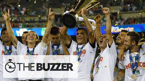Mexico celebrates their victory in the 2015 CONCACAF Gold Cup final between Jamaica and Mexico in Philadelphia on July 26, 2015. AFP PHOTO/DON EMMERT        (Photo credit should read DON EMMERT/AFP/Getty Images)