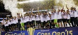 Mexico lifts 2015 Gold Cup trophy – 2015 CONCACAF Gold Cup Highlights