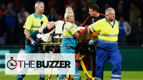 EINDHOVEN, NETHERLANDS - SEPTEMBER 15:  Luke Shaw of Manchester United leaves the field on a stretcher during the UEFA Champions League Group B match between PSV Eindhoven and Manchester United at PSV Stadion on September 15, 2015 in Eindhoven, Netherlands.  (Photo by Dean Mouhtaropoulos/Getty Images)