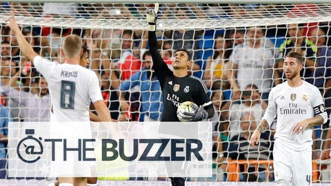 MADRID, SPAIN - AUGUST 29:  Goalkeeper Keylor Navas (C) of Real Madrid in action during the La Liga match between Real Madrid CF and Real Betis Balompie at Estadio Santiago Bernabeu on August 29, 2015 in Madrid, Spain.  (Photo by Helios de la Rubia/Real Madrid via Getty Images)