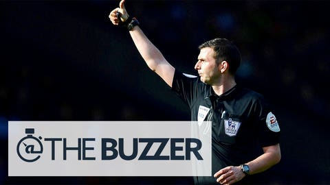 WEST BROMWICH, ENGLAND - MARCH 29:  Referee Michael Oliver gives the thumbs up during the Barclays Premier League match between West Bromwich Albion and Cardiff City at The Hawthorns on March 29, 2014 in West Bromwich, England.  (Photo by Laurence Griffiths/Getty Images)