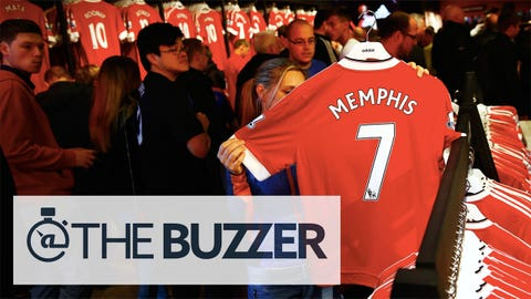 MANCHESTER, ENGLAND - AUGUST 22: Manchester United fans look at a replica shirt worn by Memphis Depay of Manchester United in the club shop prior to the Barclays Premier League match between Manchester United and Newcastle United at Old Trafford on August 22, 2015 in Manchester, England.  (Photo by Julian Finney/Getty Images)
