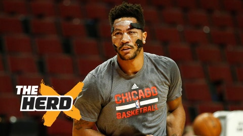 Oct 20, 2015; Chicago, IL, USA; Chicago Bulls guard Derrick Rose (1) warms up before the NBA preseason game against the Indiana Pacers at United Center. Mandatory Credit: Kamil Krzaczynski-USA TODAY Sports