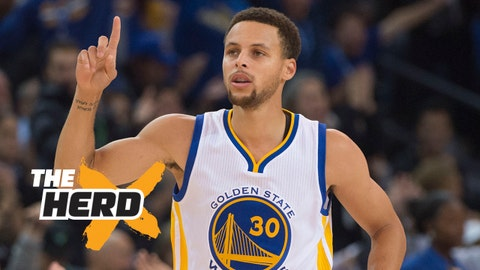 November 2, 2015; Oakland, CA, USA; Golden State Warriors guard Stephen Curry (30) celebrates after making a basket against the Memphis Grizzlies during the first half at Oracle Arena. Mandatory Credit: Kyle Terada-USA TODAY Sports