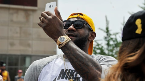 See a famous athlete, decline a selfie