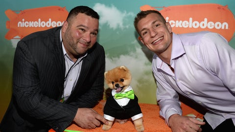 Gronk hangs out with Jiff