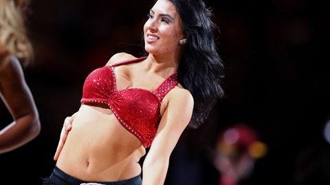 Cavaliers dancer