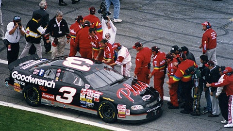 Dale Earnhardt wins Daytona 500 in 20th attempt