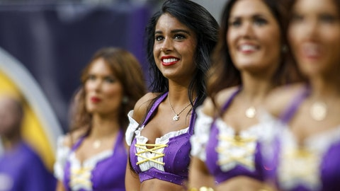 Vikings cheerleaders