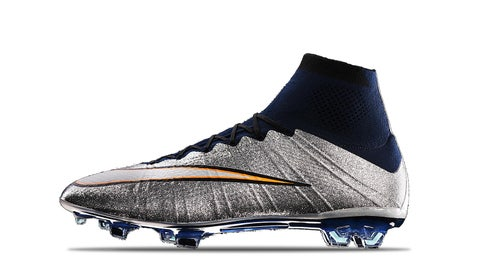 2015 — Mercurial Superfly IV CR7 Silverware