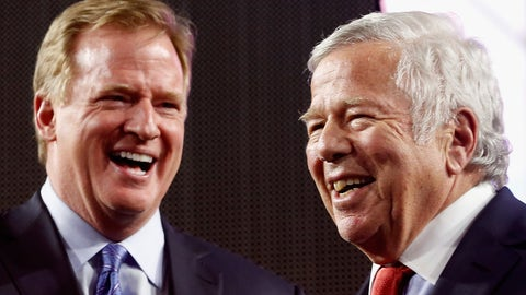 Goodell seen shaking hands with Brady, Belichick and Kraft (3/2)