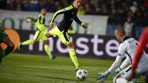 Ozil comes up big for Arsenal