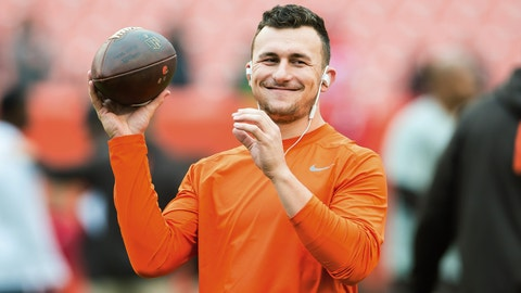 CLEVELAND, OH - DECEMBER 13: Quarterback Johnny Manziel #2 of the Cleveland Browns warms up prior to the game against the San Francisco 49ers during the first half at FirstEnergy Stadium on December 13, 2015 in Cleveland, Ohio. (Photo by Jason Miller/Getty Images)