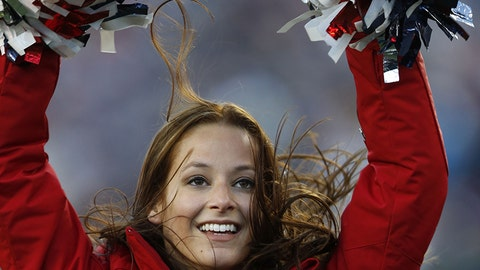 120416-nfl-cheerleaders-patriots