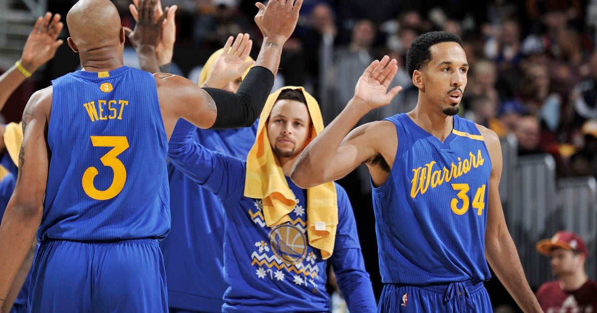 a85d8c597a5 Stephen Curry admits frustration on being benched for Kyrie Irving s  game-winner