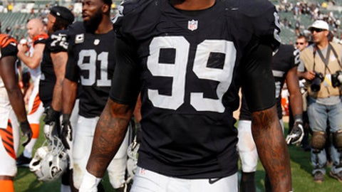 Oakland Raiders defensive end Aldon Smith during an NFL football game against the Cincinnati Bengals in Oakland, Calif., Sunday, Sept. 13, 2015. (AP Photo/Tony Avelar)