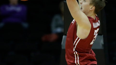 Washington State's Josh Hawkinson dunks during the first half of an NCAA college basketball game against Kansas State, Saturday, Dec. 10, 2016, in Kansas City, Mo. (AP Photo/Charlie Riedel)