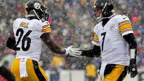 Pittsburgh Steelers running back Le'Veon Bell (26) and quarterback Ben Roethlisberger (7) celebrate Bell's touchdown run against the Buffalo Bills during the first half of an NFL football game, Sunday, Dec. 11, 2016, in Orchard Park, N.Y. (AP Photo/Bill Wippert)