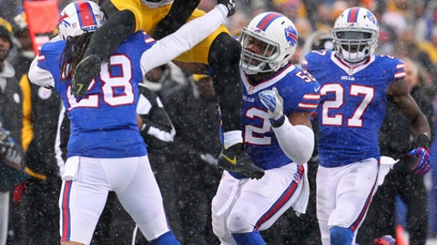 Pittsburgh Steelers running back Le'Veon Bell (26) leaps over Buffalo Bills cornerback Ronald Darby (28) during the second half of an NFL football game, Sunday, Dec. 11, 2016, in Orchard Park, N.Y. (AP Photo/Bill Wippert)