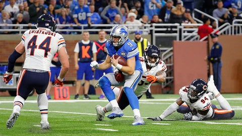 Detroit Lions quarterback Matthew Stafford (9) runs for a 7-yard touchdown against the Chicago Bears in the second half of an NFL football game in Detroit, Sunday, Dec. 11, 2016. (AP Photo/Rick Osentoski)