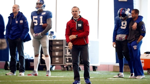 New York Giants defensive coordinator Steve Spagnuolo watches his players work out during NFL football practice, Thursday, Dec. 15, 2016, in East Rutherford, N.J. (AP Photo/Julio Cortez)
