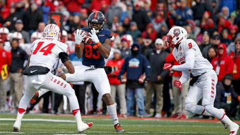 UTSA wide receiver JaBryce Taylor (83) catches a pass between New Mexico safeties Daniel Henry (14) and Stanley Barnwell Jr. during the first half of the New Mexico Bowl NCAA college football game in Albuquerque, N.M., Saturday, Dec. 17, 2016. (AP Photo/Andres Leighton)