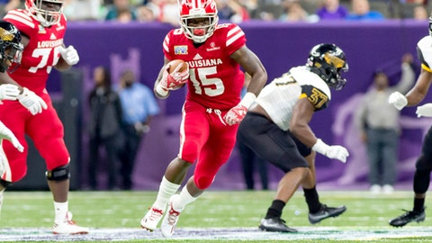 Louisiana-Lafayette running back Elijay McGuire (15) runs the ball against Southern Mississippi during the New Orleans Bowl NCAA college football game in New Orleans, Saturday, Dec. 17, 2016. (Scott Clause /The Daily Advertiser via AP)