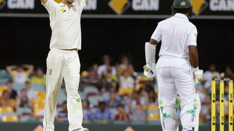 Australia's Mitchell Starc, left, reacts in frustration to Pakistan's Asad Shafiq, right, during play on day four of the first cricket test between Australia and Pakistan in Brisbane, Australia, Sunday, Dec. 18, 2016. (AP Photo/Tertius Pickard)