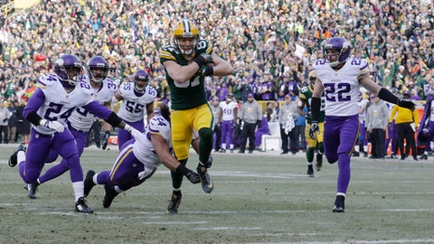Green Bay Packers' Jordy Nelson gets past Minnesota Vikings' Eric Kendricks for a touchdown catch during the first half of an NFL football game Saturday, Dec. 24, 2016, in Green Bay, Wis. (AP Photo/Morry Gash)