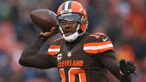 Cleveland Browns quarterback Robert Griffin III (10) throws a pass to Isaiah Crowell in the second half of an NFL football game against the San Diego Chargers, Saturday, Dec. 24, 2016, in Cleveland. (AP Photo/Aaron Josefczyk)