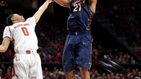 Illinois guard Malcolm Hill (21) puts up a shot against Maryland guard Anthony Cowan (0) during the first half of an NCAA college basketball game, Tuesday, Dec. 27, 2016, in College Park, Md. (AP Photo/Nick Wass)