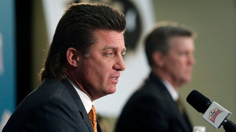 Oklahoma State head coach Mike Gundy, left, and Colorado head coach Mike MacIntyre, right, take part in a news conference for the Alamo Bowl NCAA college football game, Wednesday, Dec. 28, 2016, in San Antonio. Colorado will face Oklahoma State in the Alamo Bowl Thursday. (AP Photo/Eric Gay)