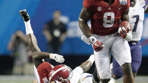 Alabama running back Bo Scarbrough (9) runs the ball against Washington linebacker Ben Burr-Kirven (25) en route to a touchdown during the second half of the Peach Bowl NCAA college football playoff game, Saturday, Dec. 31, 2016, in Atlanta. (AP Photo/Skip Martin)