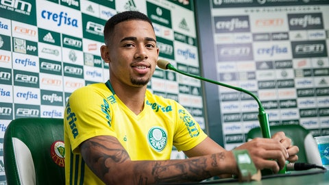 SAO PAULO, BRAZIL - NOVEMBER 07:  Gabriel Jesus of Palmeiras smiles for the camera during a press conference on November 07, 2016 in Sao Paulo, Brazil. Gabriel Jesus will be playing for Manchester City on 2017. (Photo by Rogerio Gomes/Brazil Photo Press/LatinContent/Getty Images)