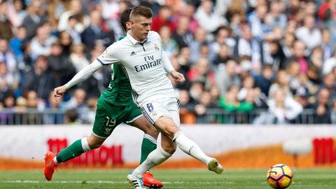 Midfielder: Toni Kroos (Real Madrid)