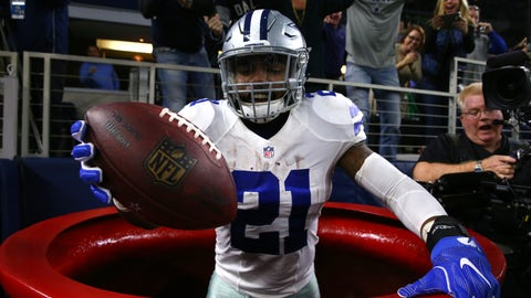 Ezekiel Elliott miraculously not getting fined for his Salvation Army red kettle leap