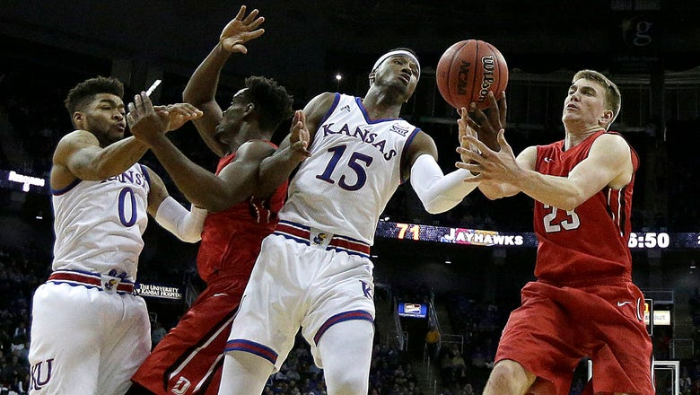 Bragg returns as Kansas defeats Davidson 89-71
