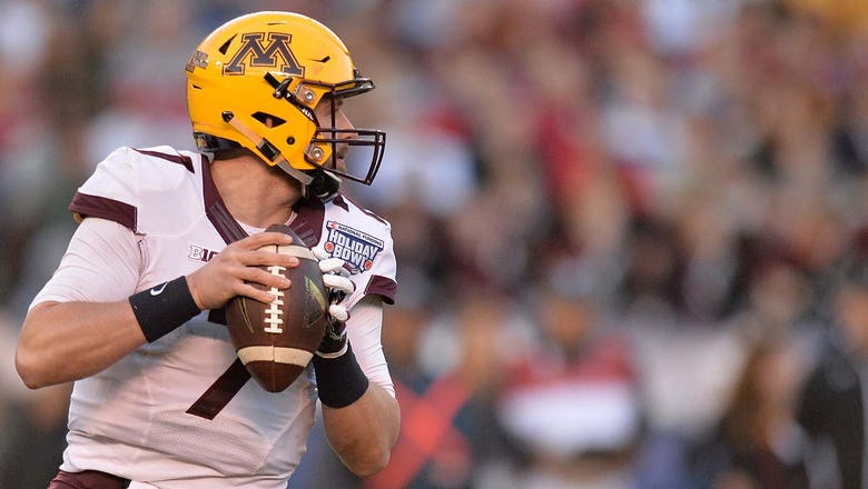 Vikings sign former Gophers QB Leidner