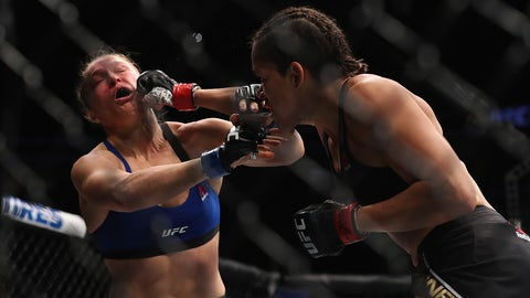 LAS VEGAS, NV - DECEMBER 30: (R-L) Amanda Nunes of Brazil punches Ronda Rousey in their UFC women's bantamweight championship bout during the UFC 207 event on December 30, 2016 in Las Vegas, Nevada.  (Photo by Christian Petersen/Getty Images)