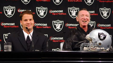Oakland Raiders owner Al Davis speaks at press conference to announce hiring of Lane Kiffin as head coach in Alameda, Calif. on Tuesday, January 23, 2007. At age 31, Kiffin is the youngest head coach in NFL history. (Photo by Kirby Lee/Getty Images)