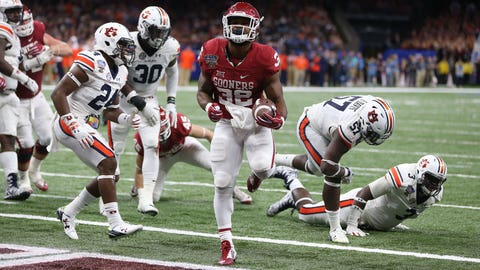 Jan 2, 2017; New Orleans , LA, USA; Oklahoma Sooners running back Samaje Perine (32) runs for a touchdown against the Auburn Tigers in the fourth quarter of the 2017 Sugar Bowl at the Mercedes-Benz Superdome. Mandatory Credit: Chuck Cook-USA TODAY Sports