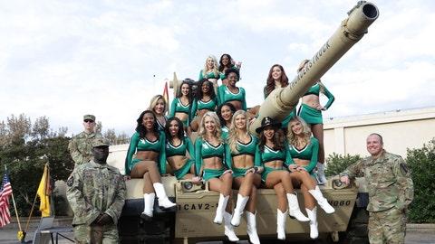 North Texas cheerleaders